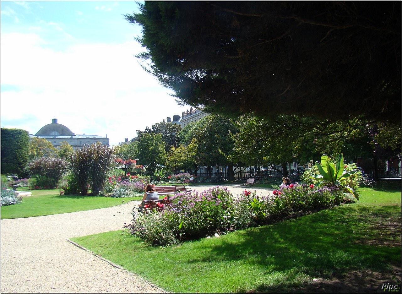 Bancs publics de bayonne 64 france for Jardin 64